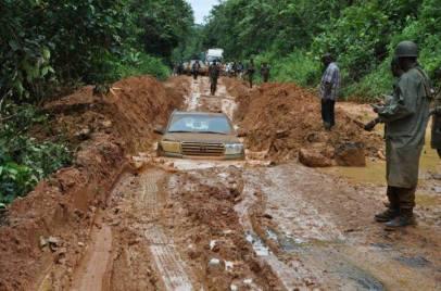 Stryktregn denne uken gjore veien til Mambasa ufremkommelige.